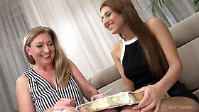 Watch horny Elizabeth Bee in deviating mature and girl self-pollution video